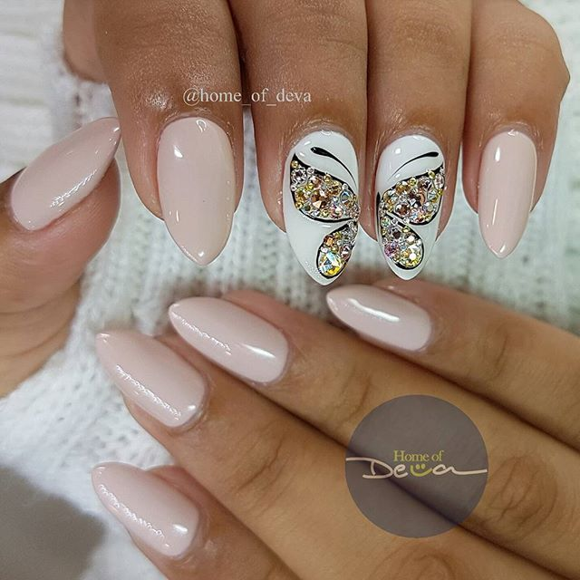 But•ter•fly: an insect with two pairs of large wings that are covered with tiny scales, usually brightly colored. Butterflies fly by day, have clubbed or dilated antennae, and usually feed on nectar *inspired by @pahomova_nogti* #WordOfTheDay #PositiveVibesOnly #Butterfly #Swarovski #FreehandNailArt #UglyDucklingNails #HomeofDeva #Suriname #2017 *I used @uglyducklingnails gel polish #67 and #44*