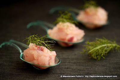 La Piccola Casa: Il crudo di pesce: fantastica tartare di ricciola con fior di sale all'arancia e finocchietto selvatico; un finger food davvero ottimo