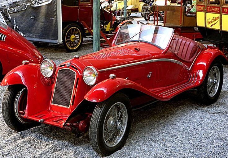 La Alfa Roméo Type 6C, cette voiture ancienne fut fabriquée en 1931, cette Alfa Roméo 6 C a une forme de carrosserie roadster et sa vitesse de pointe est de 145 km/h.