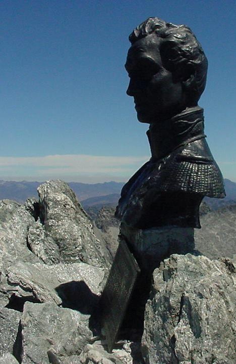 Monumento al Libertador en la cumbre del Pico Bolívar.