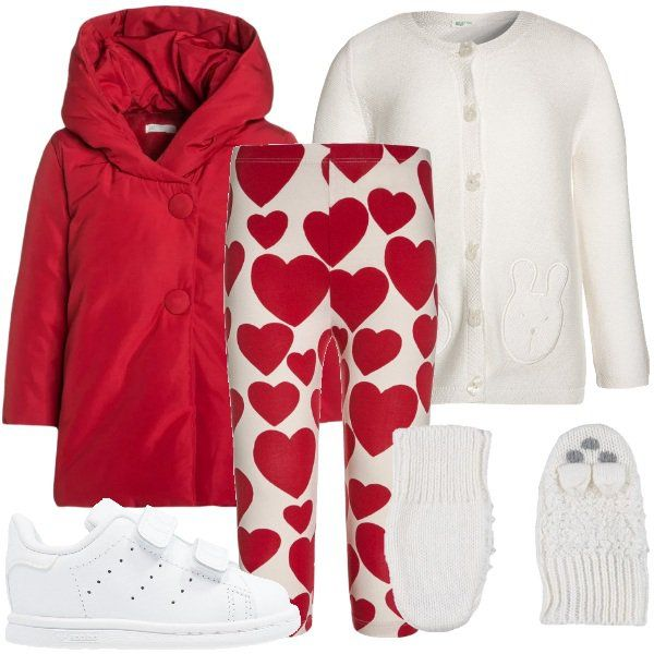 Cappottino rosso con cappuccio e due bottoni abbinato a cardigan bianco decorato con simpatici animaletti e leggings in cotone elasticizzato con stampa a cuori rossi. Completano l'outfit le sneakers Adidas bianche e i guanti lavorati a maglia colore bianco.