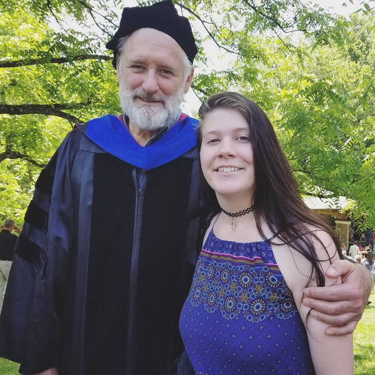 Bill Pullman Recites Independence Day Speech at College Graduation | E! News