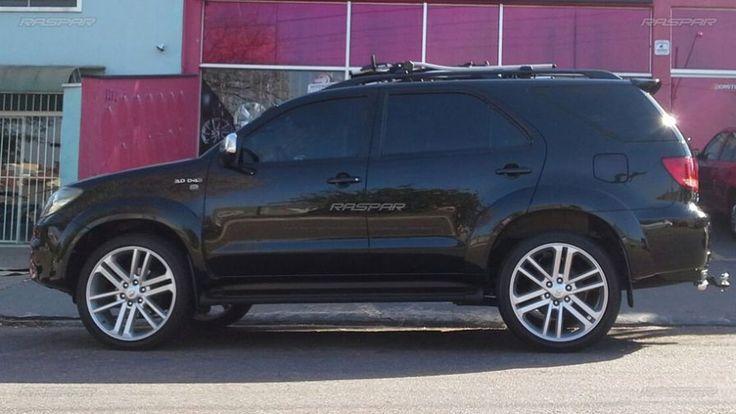 """Toyota Hilux SW4 2010 com rodas   aro 22""""   e pneus  265/40/22 foto 1"""