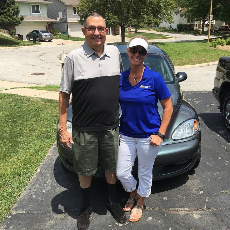 Another vehicle donation! Such a pleasure to meet/visit with Larry and learn that he has served our country 23 years in the Air Force-LOVE our veterans. Thank you Larry and Karen for your donation. God Bless! #chariots4hope #veterans #donation #thankful #airforce https://www.instagram.com/p/BG9syQNHeap/ via http://www.chariots4hope.org