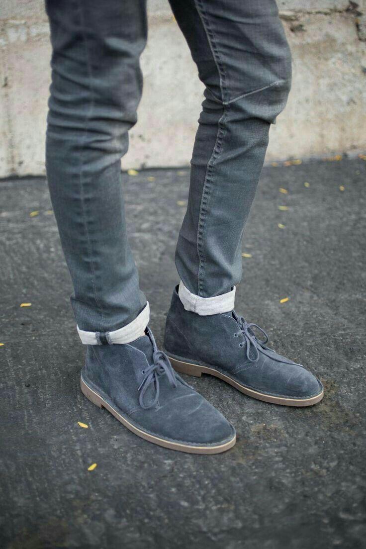 Para fugir do sapato preto e marrom.