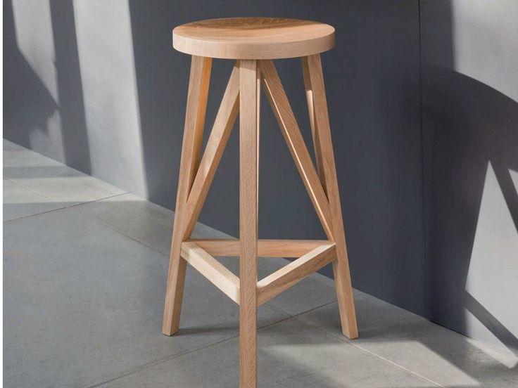 Hochhocker Aus Holz Mit Fußstütze JL4 | Hocker Aus Holz By LOEHR