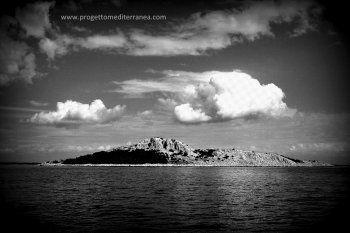 """Insulomania - """"Isolario Mediterranea"""" di Mimmo Iodice #progettomediterranea"""
