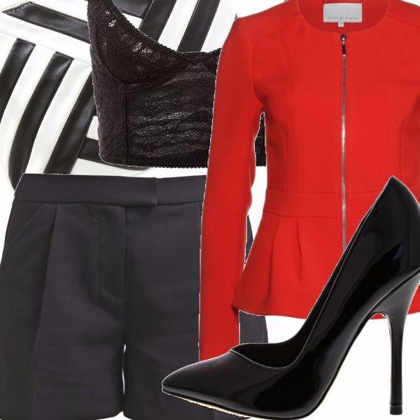 Shorts neri, giacca peplo rossa con cerniera, corsetto in pizzo nero, scarpe a tacco alto in pelle lucida nera, pochette nera e bianca ad intarsi alternati.