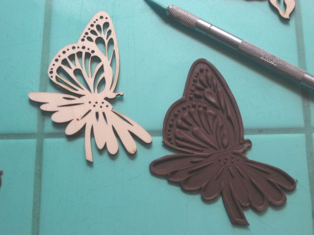 Unconventional Tip: Modeling Chocolate Butterfly~  This little wood cut was under a dollar and makes a great impresssion tool for cake decorations.Cake Tools, Cake Ideas, Cake Decorations, Chocolates Decor, Decor Cake, Models Chocolates, Cake Tutorials, Chocolates Tutorials, Chocolates Butterflies