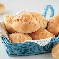 Румяные золотистые пирожки словно из воздушного теста - как рады бабушки баловать этим угощением любимых внуков! Аромат только что приготовленной выпечки так и манит к столу - трудно сдержаться, чтобы не попробовать хотя бы кусочек! Пироги - символ русской кухни, часто упоминаемый в сказках. На Руси пирожки с тушеной молодой капустой - праздничное, редкое блюдо, можно сказать сезонное! Сейчас выпечка