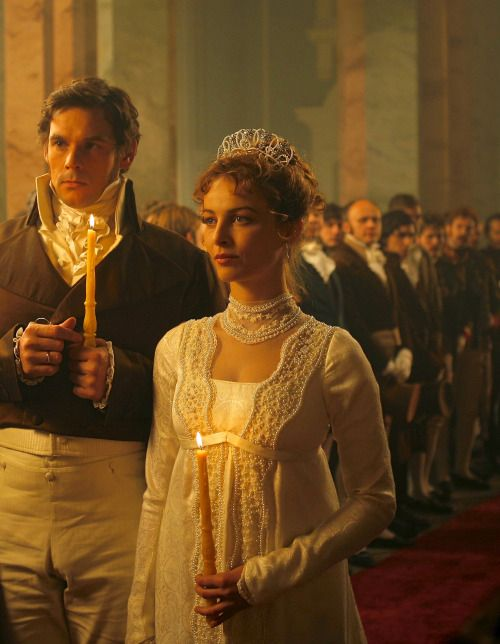 Alexander Beyer as Pierre Bezukhov and Violante Placido as Helene Kuragin in War and Peace (TV Mini-Series, 2007).