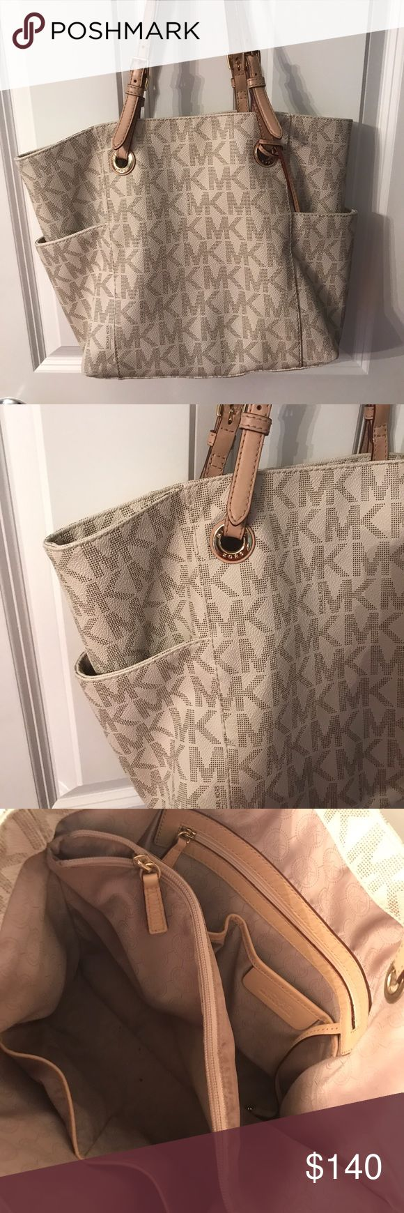 Michael Kors Jet Set Tote in Vanilla Michael Kors Jet Set Tote in Vanilla. Only used a few times, still in excellent like new condition. Willing to discuss offers. Michael Kors Bags Totes