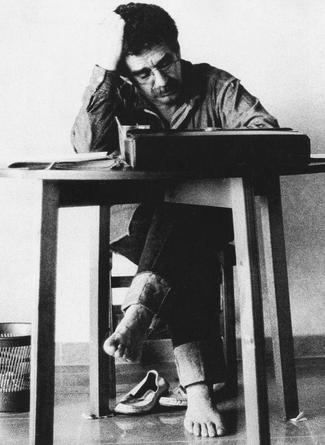Gabriel García Márquez writing (Barcelona, 1972, photo: Rodrigo García)