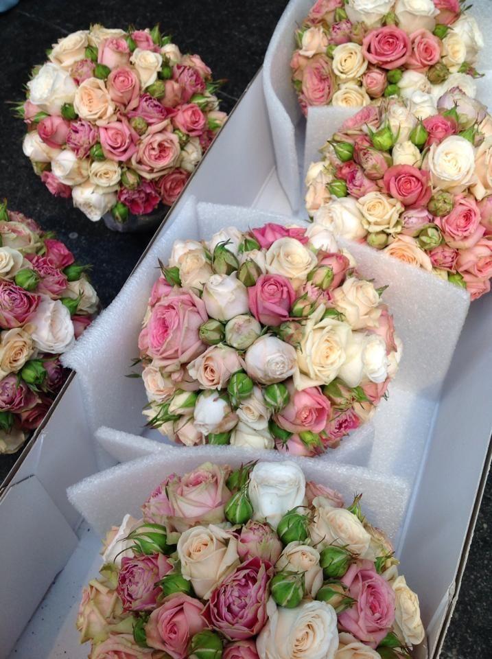 Romantisch bloemstuk met rozen www.youngamadeus.be