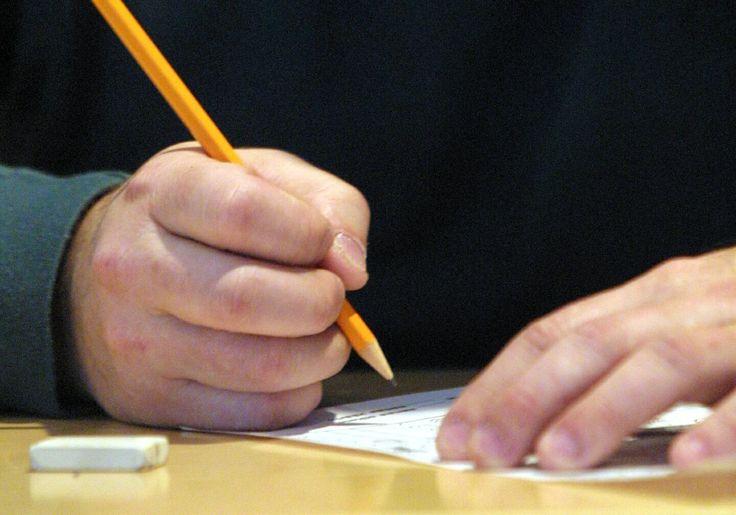 Tutkimus: Kynä ja paperi auttavat oppimaan tehokkaammin kuin tietokoneen näpyttely   oppiminen   HS