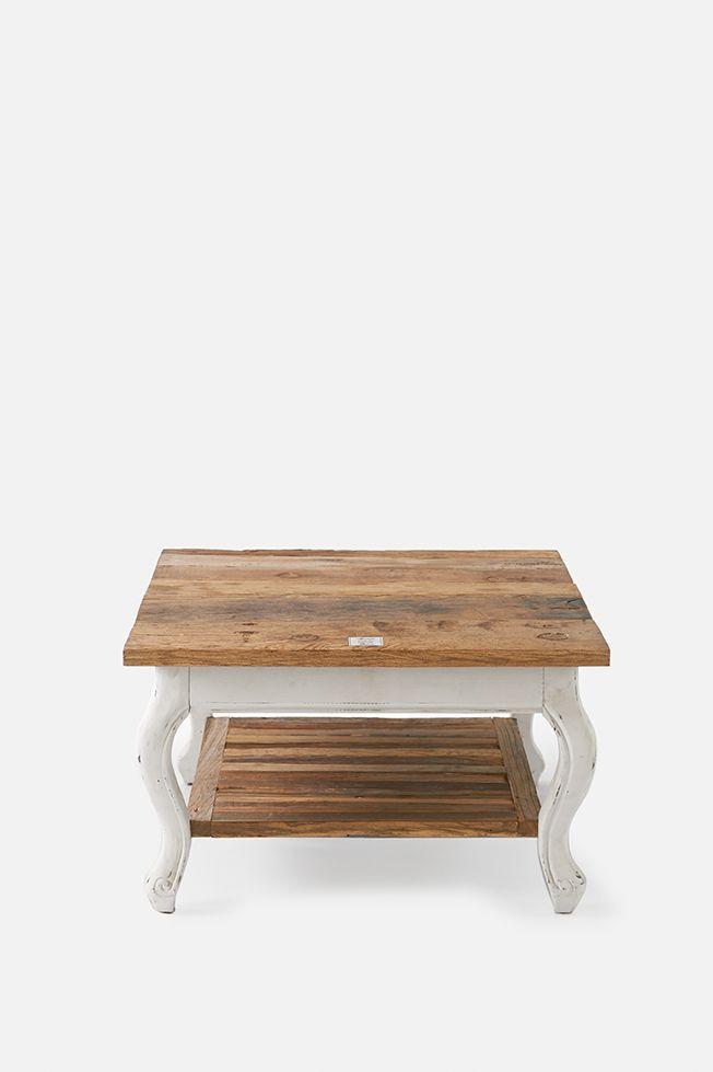 Driftwood coffee table 70x70 - Rivièra Maison Lekkert stuebord i Driftwood Serien. Bordplatene i Driftwood kolleksjonen er laget av gamle tredører. Man kan også se hvor dørhåndtak og hengsler har vært. Den maksimale lengden på bordplaten er maks 180 cm på grunn av at i gamle dager hadde man stort sett ikke høyere dører.