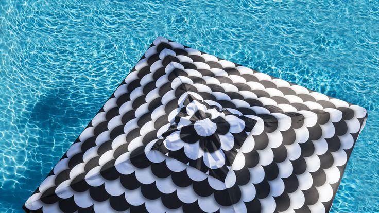 2.5m Duchess & Deco Shade Umbrella with a valance, in Scallopini design.
