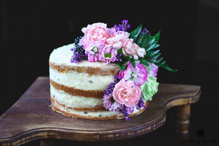 Polonahá vanilková torta s levanduľou