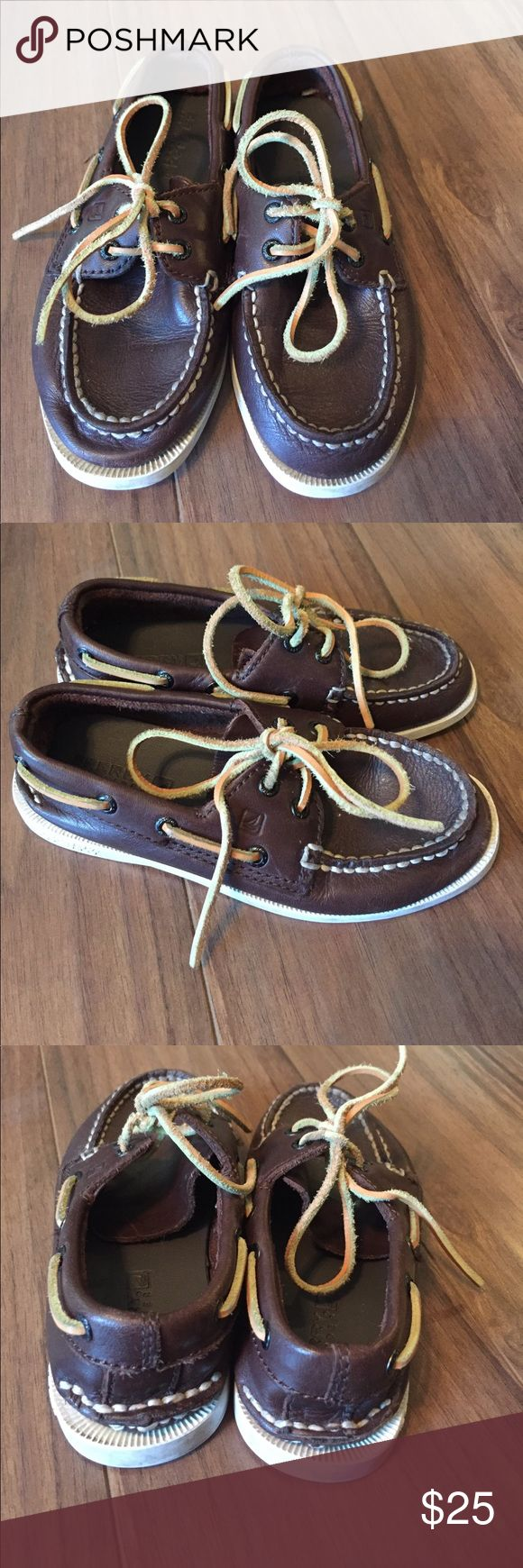 Toddler Sperrys Gently worn toddler Sperry boat shoes. Cute, classic style that goes with everything. These have been worn and do show signs of wear, but are in overall good condition with tons of life left. Sperry Shoes