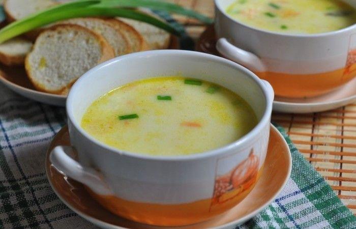 Сырный суп с овощами и копчеными ребрышками http://mirpovara.ru/recept/3216-syrnyj-sup-s-ovoshchami-i-kopchenymi-rebryshkami.html  Сырный суп с овощами и копчеными ребрышками - пикантное блюдо с выразительным вкусом. Времени на под...  Ингредиенты:  • Ребра свиные копченые - 300г. • Сыр плавленый - 2шт. • Картофель - 3шт. • Морковь - 1шт. • Лук репчатый - 1шт. • Вода - 2л. • Масло растительное - 2ст. л. • Зелень - по вкусу • Соль - по вкусу • Перец черный молотый - по вкусу  Смотреть…