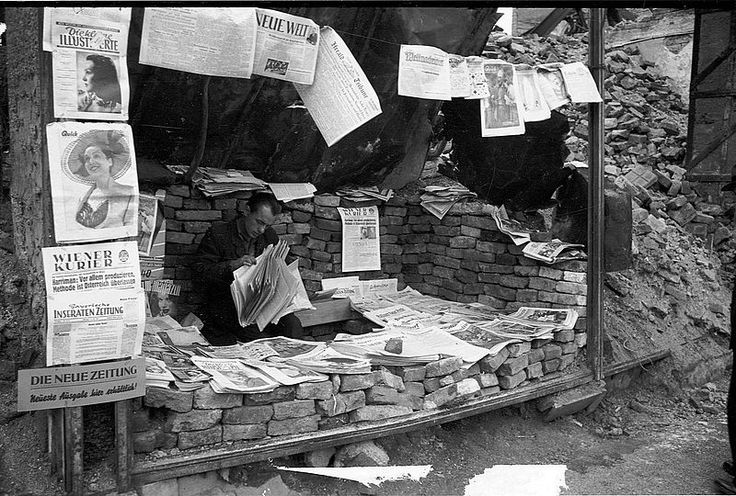 Makeshift newspaper stall, Germany 1948 | © BSB/ Image archive