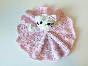 En sød Hello Kitty nusseklud til de små piger. En figur der aldrig går af mode og pynter på enhver piges arm. Opskriften er ligetil og den er gratis