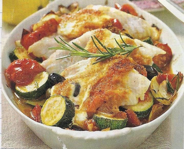 Lekkere+ovenschotel+met+witte+vis,+courgette,+tomaten+en+knoflook.