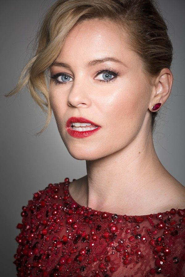 Have Mercy! Elizabeth Banks looks stunning in red for Berlin photocall - Hollywood Gossip | MovieHotties