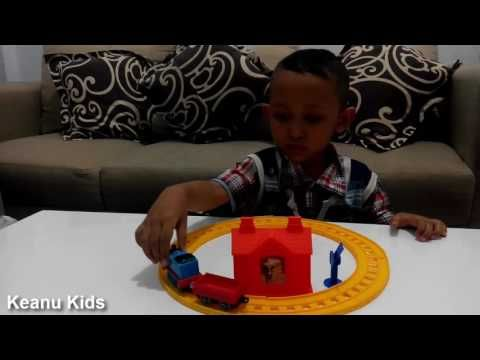 Unboxing Thomas and Friends Toys Die Cast Metal Thomas at Maroon Station...