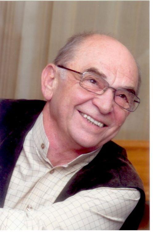 Bodrogi Gyula (1934-) a Nemzet Színésze címmel kitüntetett, Kossuth- és kétszeres Jászai Mari-díjas színművész, rendező, érdemes és kiváló művész.