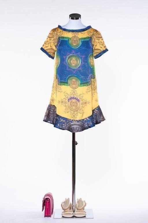 #scegliereilvestitogiusto per una grigliata sulla spiaggia con gli amici. Pois ti propone il minidress a fantasia colorato! #fashion #style #outfit #pois