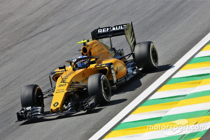 Jolyon Palmer, Renault Sport F1 Team RS16 with a Halo cockpit cover • Brazilian GP • FP