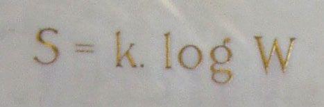 Formule de Boltzmann, gravée sur sa tombe.