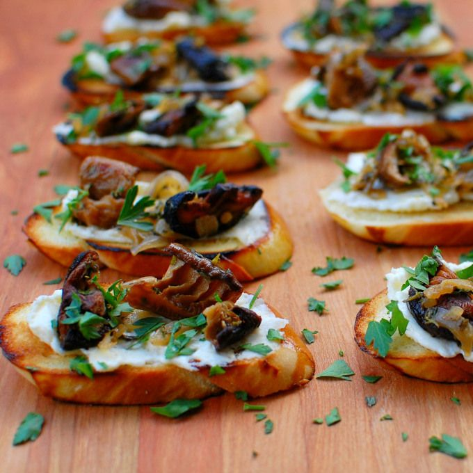 Mushroom crostini with fromage fort - really good appetizer recipe! | joeshealthymeals.com