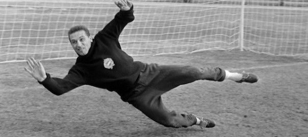 """Nyolcvannyolc éves korában elhunyt Grosics Gyula, a legendás Aranycsapat kapusa. A család tájékoztatása szerint """"Grosics Gyula, a Nemzet Sportolója 11.20 perckor, álmában, megtért Teremtőjéhez""""."""