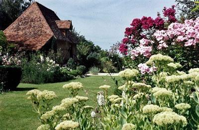 Un des plus beaux Jardin de France à découvrir lors de votre séjour au Domaine du Martinaa et ses Gites  ...  Bises du Martinaa  ... Kiss From Martinaa...  Valérie  ... www.martinaa.fr ... 02 31 32 24 80