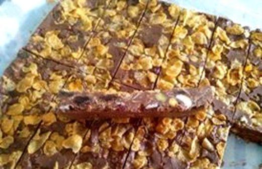 Συνταγή Μπάρες δημητριακών!: Υλικά 450 γρ. ταχίνι 200 γρ. μέλι 200 γρ. σοκολάτα κουβερτούρα 150 γρ. διάφορους ξηρούς καρπούς 150 γρ. δημητριακά 200 γρ. βρώμη 80 γρ. cranberries Εκτέλεση Ζεσταίνουμε το μέλι στο φούρνο μικροκυμάτων για 30 δευτερόλεπτα. Ανακατεύουμε το ταχίνι με το μέλι σε ένα μεγάλο μπολ. Προσέχουμε να μην το[...]