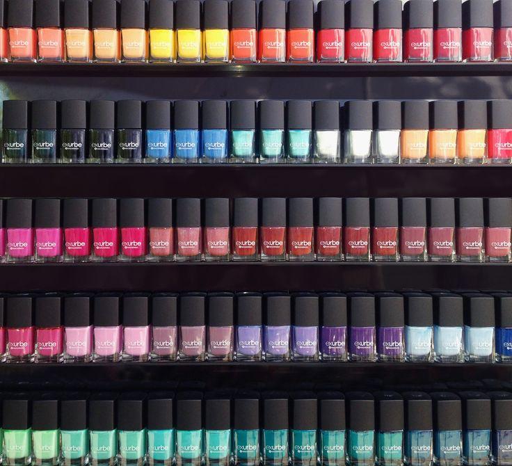 exurbe veganer Nagellack erhältlich in über 60 Farben. exurbe vegan nail polish available in over 60 shades.