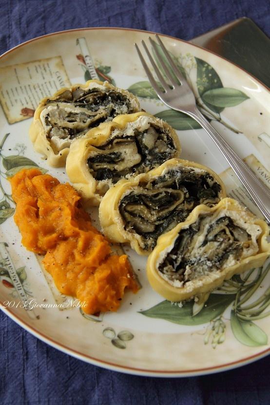 Rotolo di pasta fresca ripiena con carciofi, erbette e ricotta