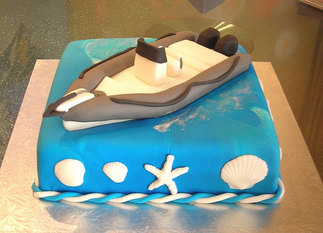 Boat cake by Gellyscakes, via Flickr