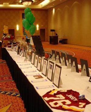 Vertical silent auction displays