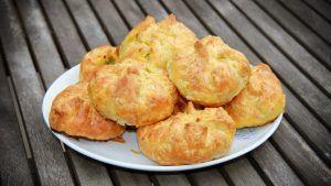 Courgette in bladerdeeg met feta, ui, ei en Italiaanse kruiden recept