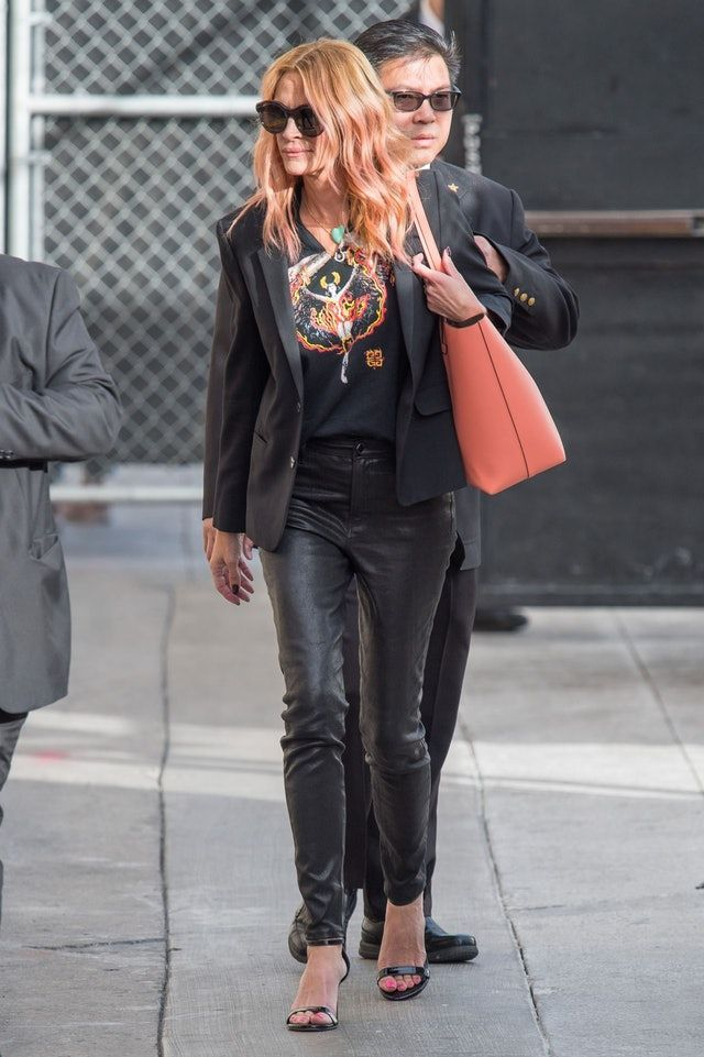 32f05c505d563 Julia Roberts Dyed Her Hair Pink For Halloween — & She's Keeping It ...