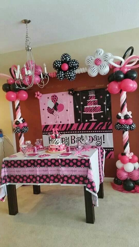 Black, pink and white Arch.... nice
