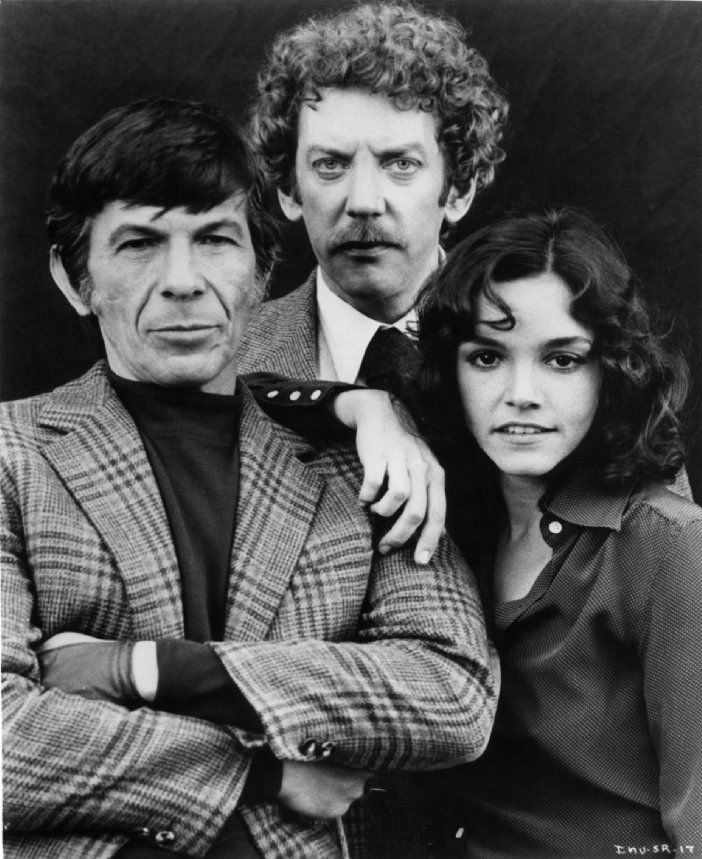 """Leonard Nimoy, Donald Sutherland y Brooke Adams durante el rodaje de """"La invasión de los ultracuerpos"""" (Invasion of the Body Snatchers), 1978"""