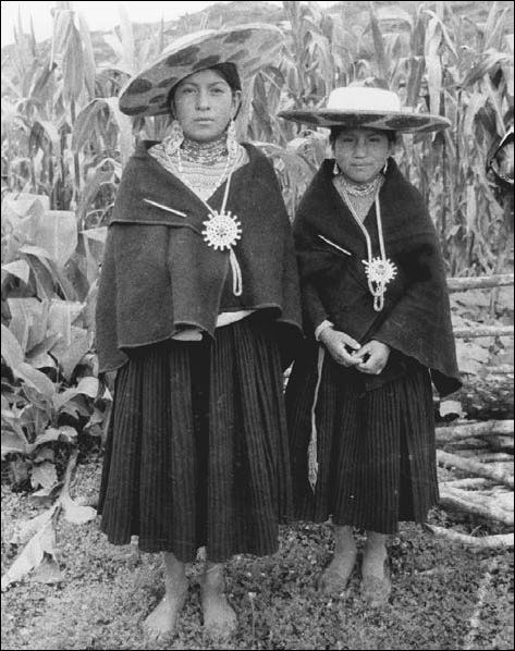 Google Image Result for http://angelasancartier.net/wp-content/uploads/women-Saraguro-Ecuador.jpg