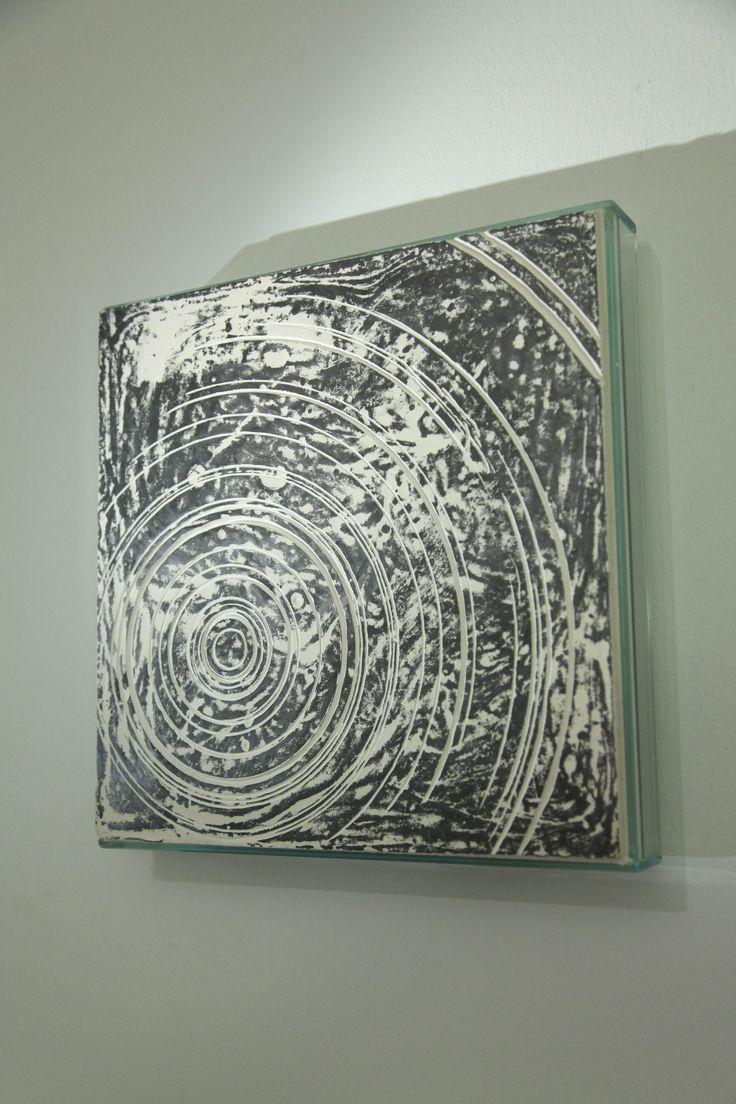 L'universo è una sfera il cui raggio è uguale alla portata della mia immaginazione (A. Soffici). Matteo Berra, Materia Oscura, a cura di A. Trabucco, dal 09.10 al 19.11.2013. Matteo Berra, 2013, Sistema 3131, Vetro, gesso, grafite, Cm 31 x 31 x 4.