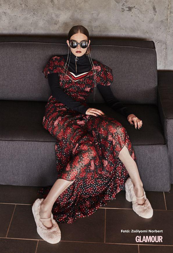 A maxiruha is kéne, de a szőrmés cipő aztán mindenképpen!!! Maxi dress with cute furry shoes. We love it!