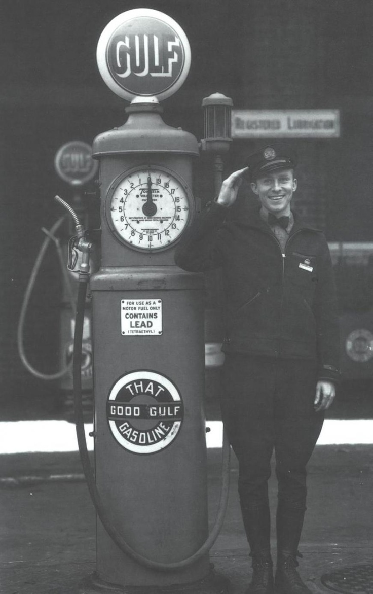 gas pump, detail http://forums.aaca.org/attachments/f169/40727d1257812860-50s-gas-station-attendant-help-picture-3401.jpg
