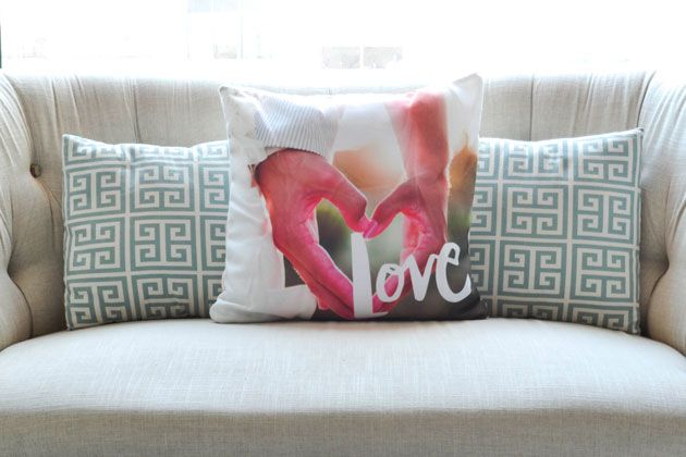 Create an accent pillow to highlight your favorite memory or snapshot. #homedecor